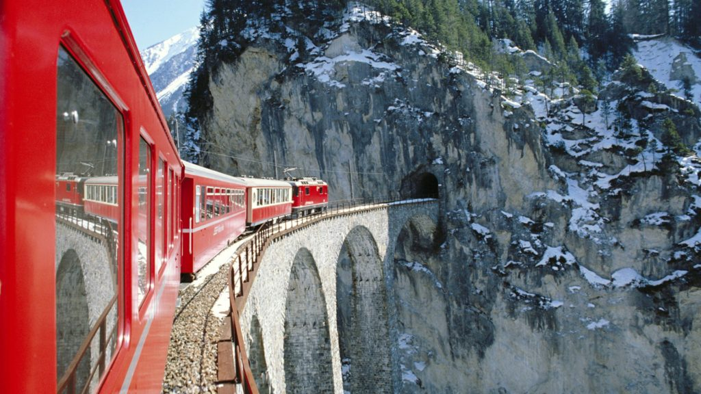 Megközelítés vonattal