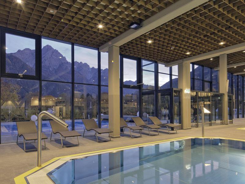 Baden, zwembaden, sauna's