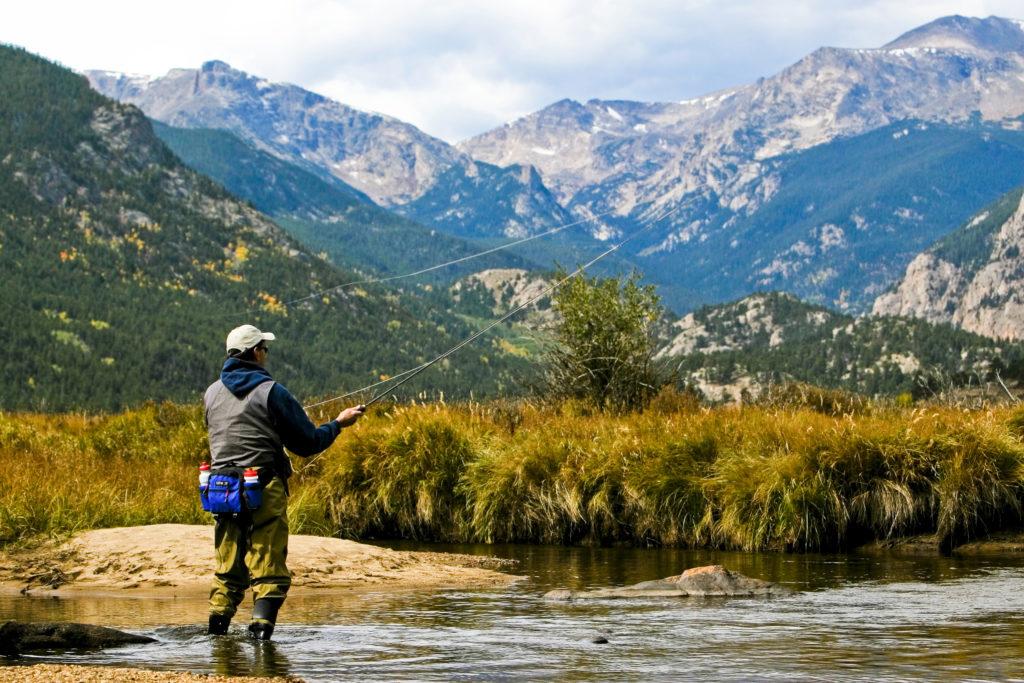 Ruhige Gewässer: Bäder, natürliche Seen, Angeln